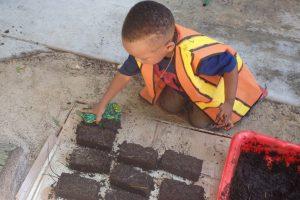 20160509-Making-mud-bricks-(33)